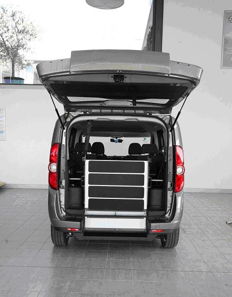 Fiat Doblò 263 Rollstuhl Verladehilfe geklappt